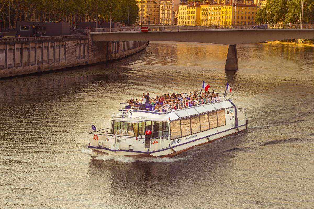 visite de lyon en bateau pour les scolaires